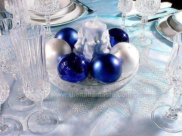 How to use blue silver an white colors for your Christmas dinner table. Simple to do idea! & Unusual blue table setting idea for Christmas