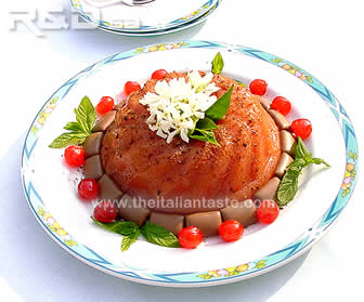 watermelon ice, the photo shows the cake made with watermelon, cinnamon, sugar, vanillina, wheat starch and garnished with pistachios and chocolate