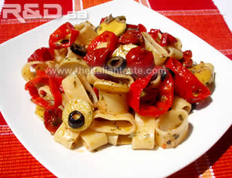 Pasta salad with ring-shaped ingredients, the photo shows calamarata pasta combined with bell pepper rings, black