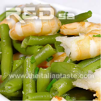 One-plate meal with French beans and prawns